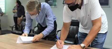 Faculdade IENH e Assintecal assinam contrato de projeto In Company